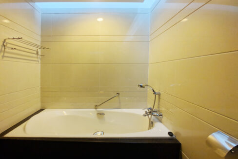 4 Beds Penthouse Apartment For Rent @ Tuol Kork Area Img9