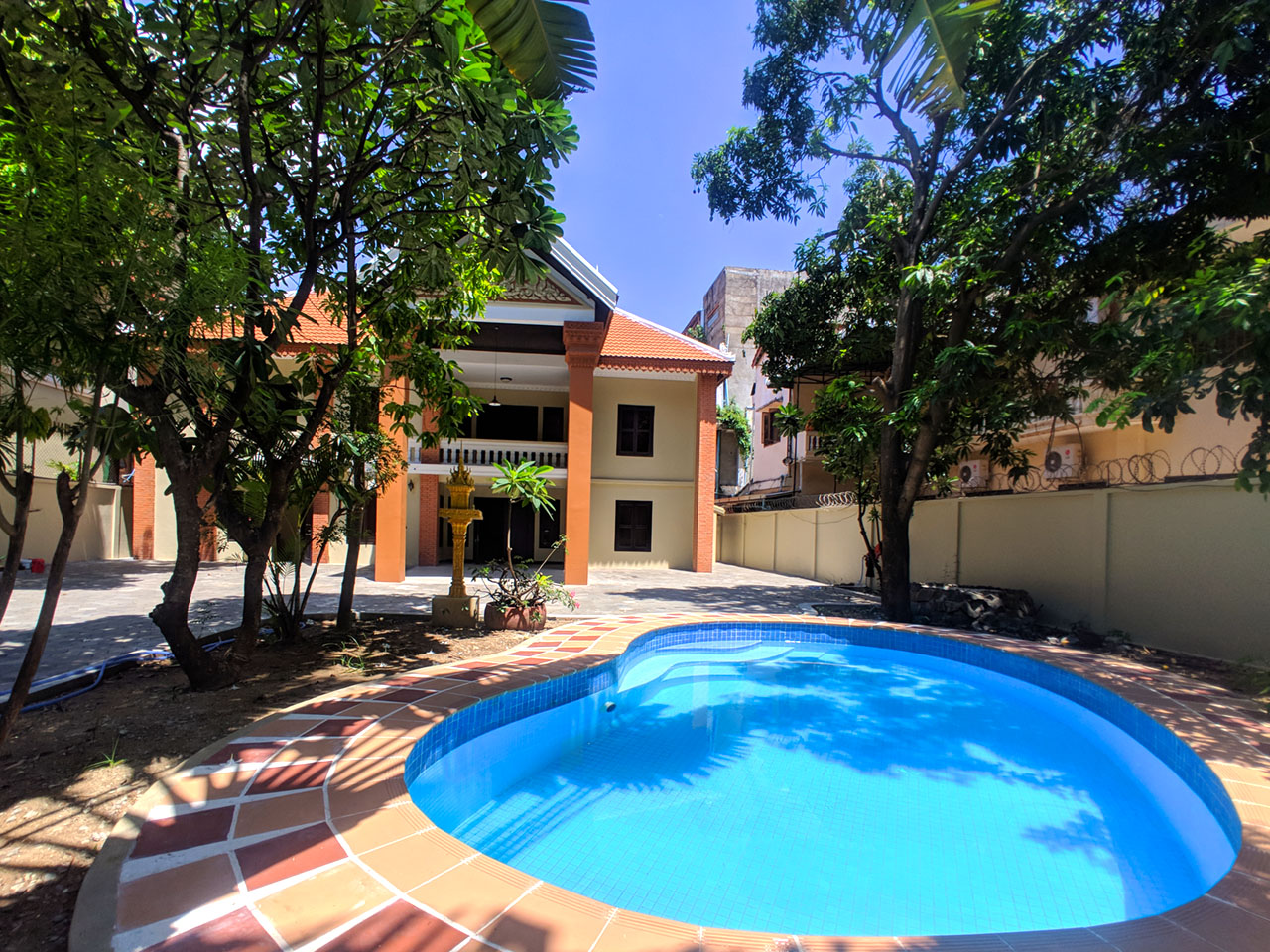 5 bedrooms villa with pool for rent @ Toul Kork area
