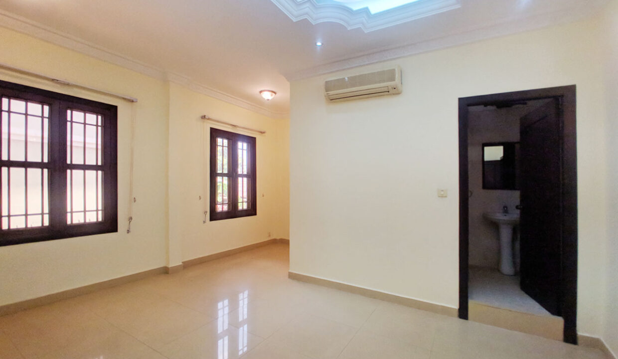 5 Bedrooms Villa With Pool For Rent @ Toul Kork Area Img10