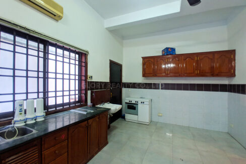 6 Bedrooms Villa With Garden For Rent @ BKK 1 Img8