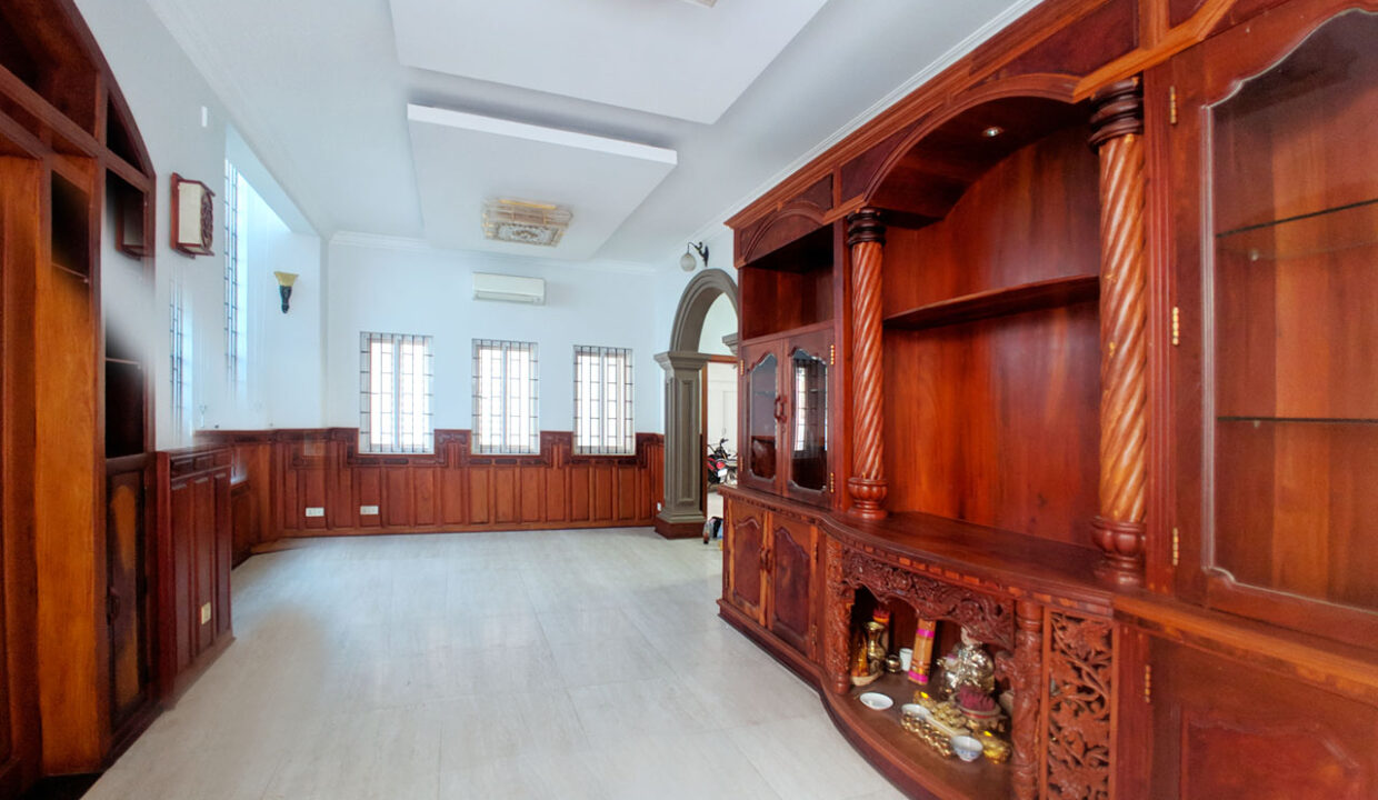 6 Bedrooms Villa For Rent @ Tuol Tumpoung 2 Area Img1