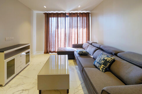 Amazing 2 Beds Condo With Garden, Pool For Rent Img1