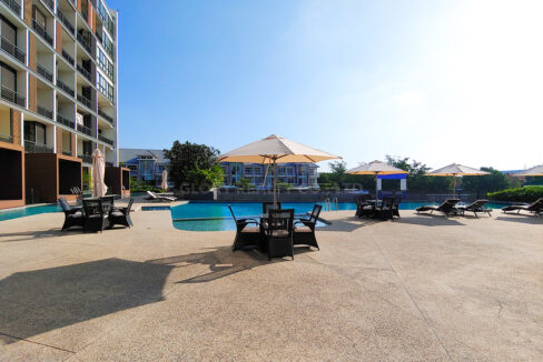 Amazing 2 Beds Condo With Garden, Pool For Rent Img13