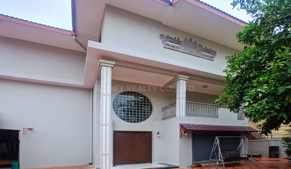 Big Playground Villa For Rent In Tuek Thla Area Img1
