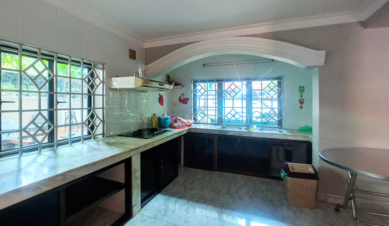 Big Playground Villa For Rent In Tuek Thla Area Img11