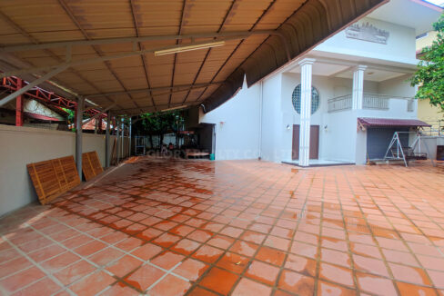 Big Playground Villa For Rent In Tuek Thla Area Img4