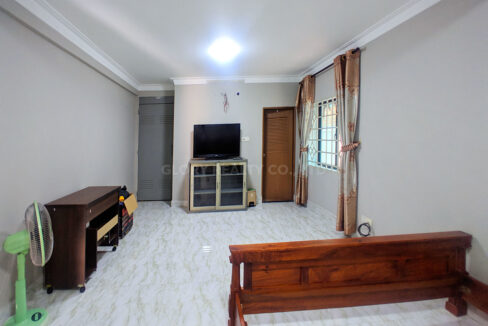 Big Playground Villa For Rent In Tuek Thla Area Img6
