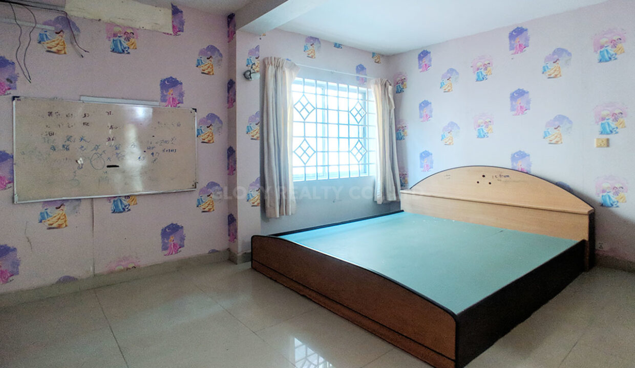 Big Playground Villa For Rent In Tuek Thla Area Img8