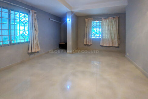 Big Playground Villa For Rent In Tuek Thla Area Img9