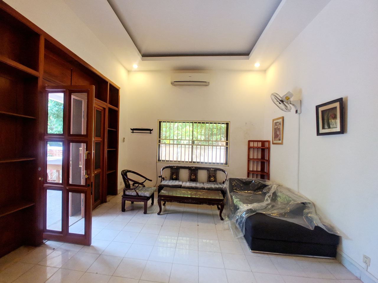 Green garden 3 beds villa with pool for rent @ BKK 1
