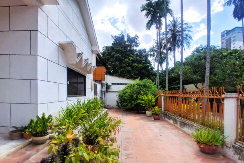 Green Garden 3 Beds Villa With Pool For Rent @ BKK 1 Img12