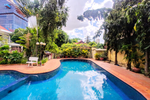 Green Garden 3 Beds Villa With Pool For Rent @ BKK 1 Img14
