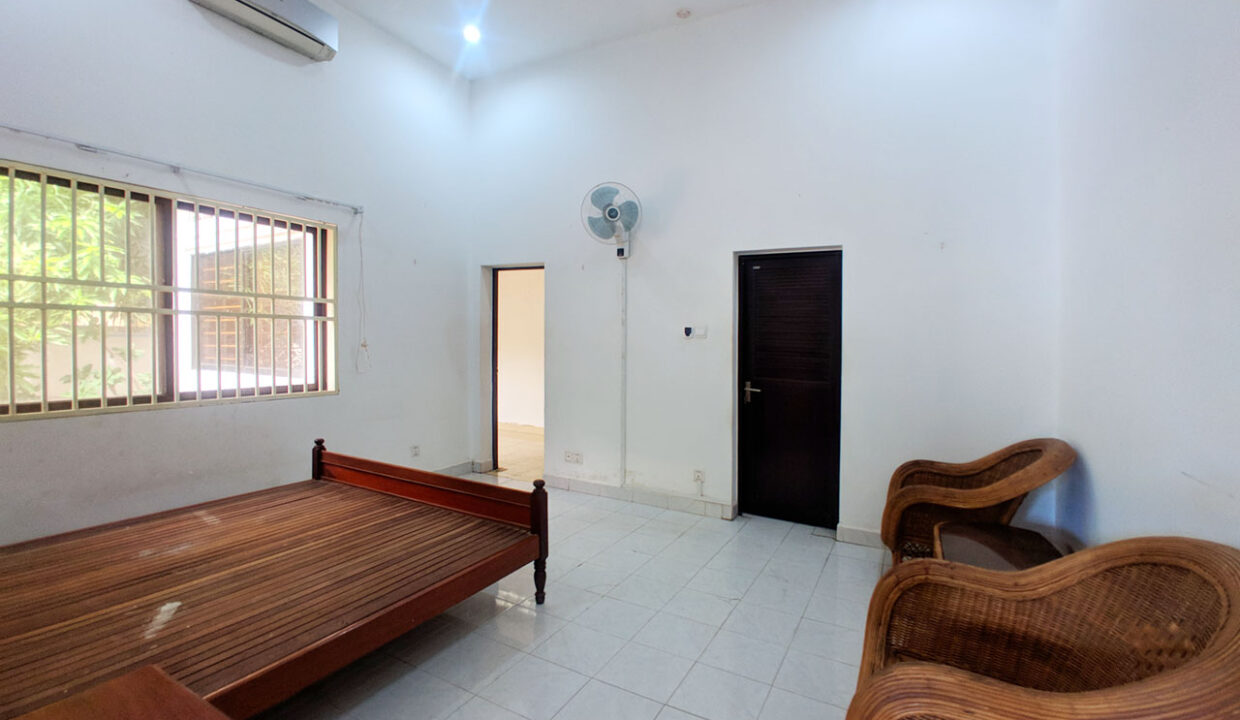 Green Garden 3 Beds Villa With Pool For Rent @ BKK 1 Img4