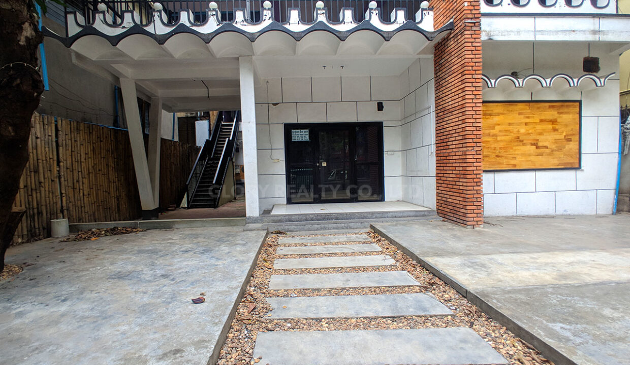 House For Rent Near Independence Monument In Tonle Bassak Area Img2