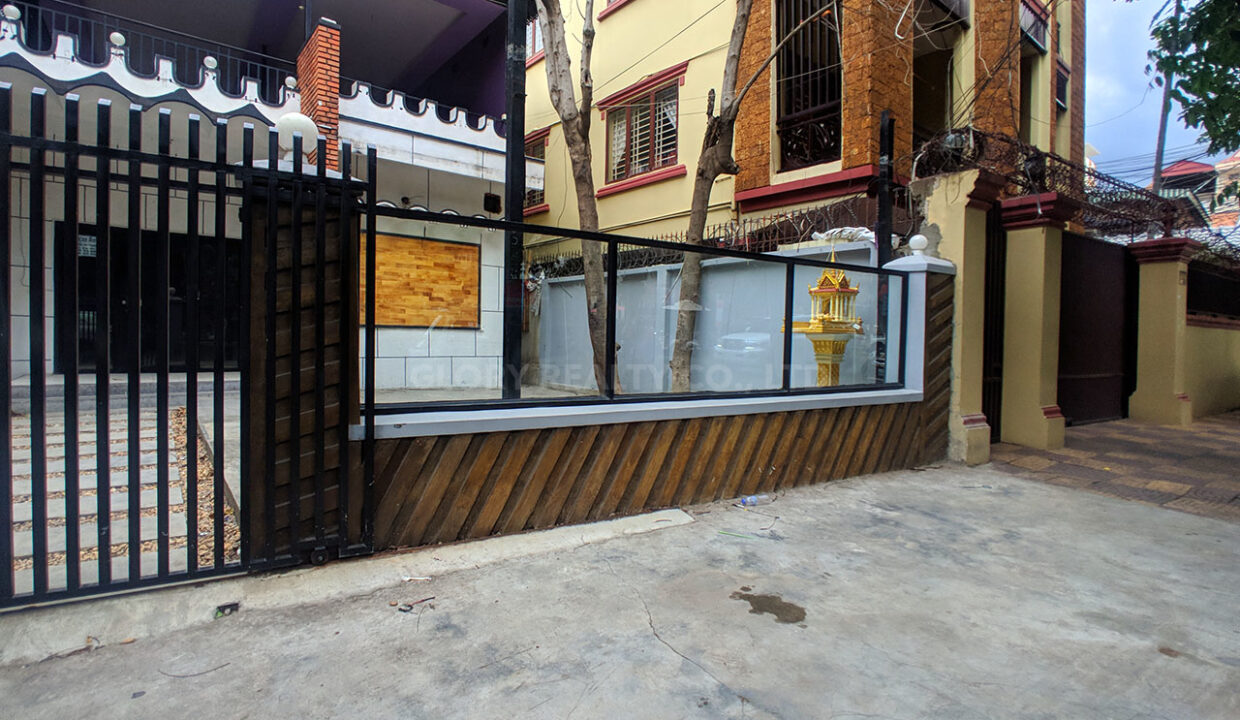 House For Rent Near Independence Monument In Tonle Bassak Area Img3