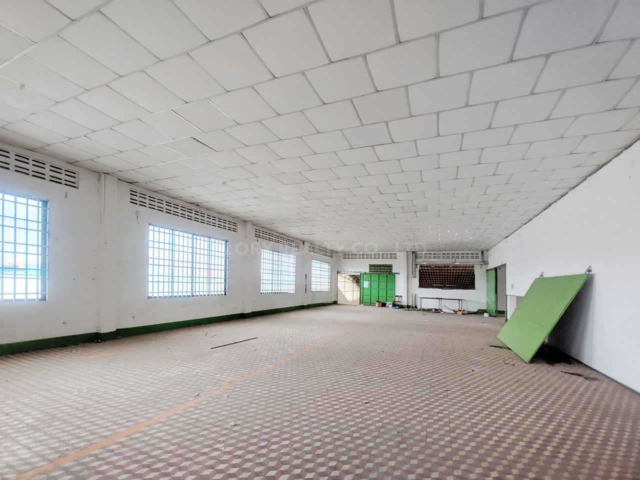 Main road business warehouse for rent near AEON Mall 2