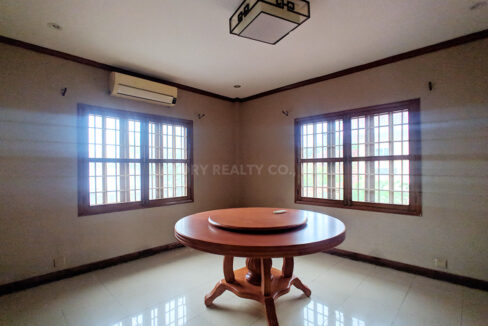 Restaurant With 2 Villa In Big Land 2400 SQM For Rent @ Toul Kork Img5