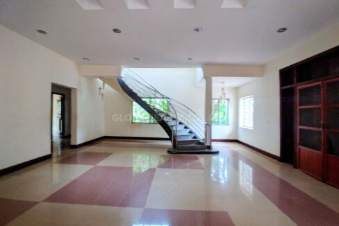 Restaurant With 2 Villa In Big Land 2400 SQM For Rent @ Toul Kork Img7