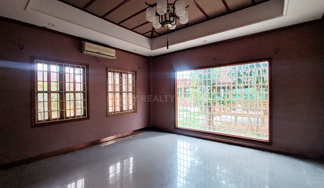 Restaurant With 2 Villa In Big Land 2400 SQM For Rent @ Toul Kork Img9