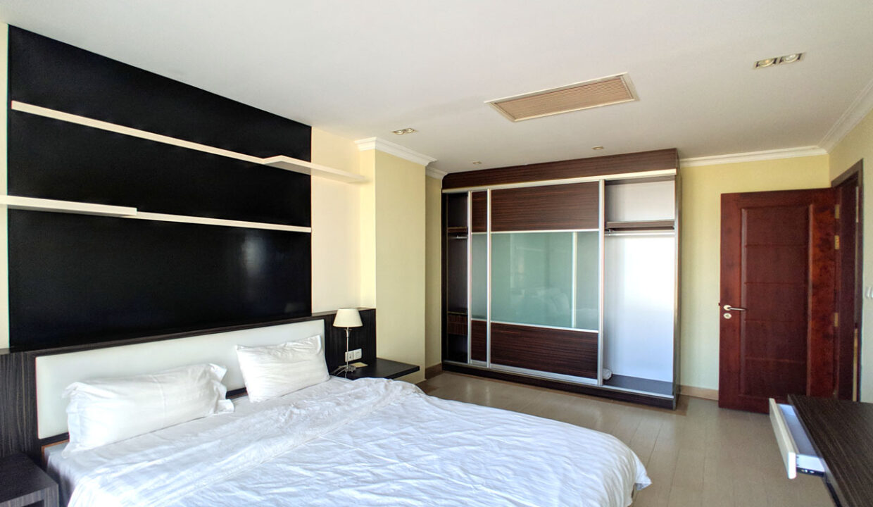 The Stunning 3 Beds Apartment For Rent @ Toul Kork Area Img3