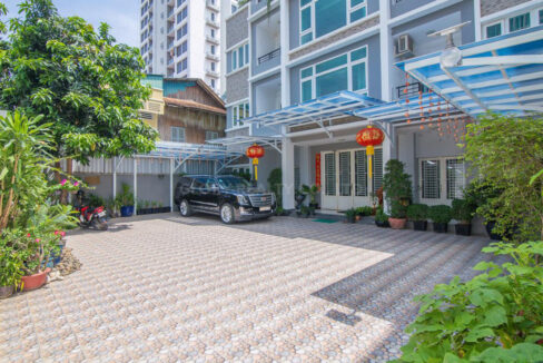 The Whole 15 Room Apartment For Rent @ BKK 3 Img1