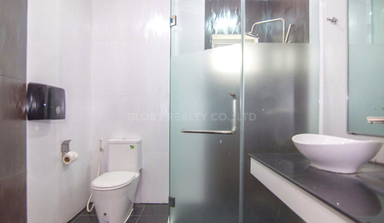 The Whole 15 Room Apartment For Rent @ BKK 3 Img13
