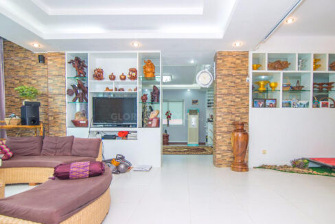 The Whole 15 Room Apartment For Rent @ BKK 3 Img4