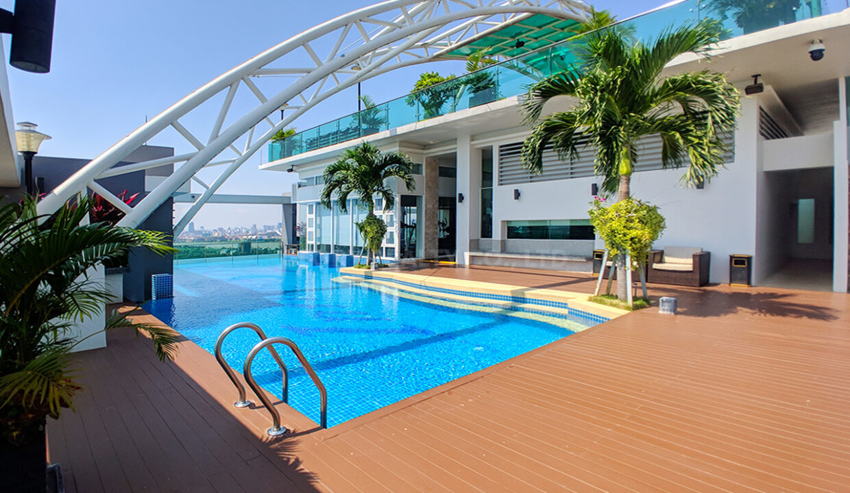 Very Urgent High End Condo Unit For Sale @ Chroy Changvar Area Img14