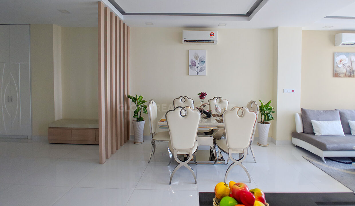 Very Urgent High End Condo Unit For Sale @ Chroy Changvar Area Img3
