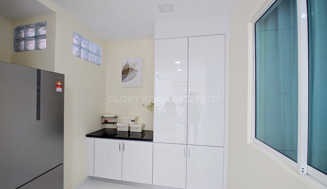 Very Urgent High End Condo Unit For Sale @ Chroy Changvar Area Img8