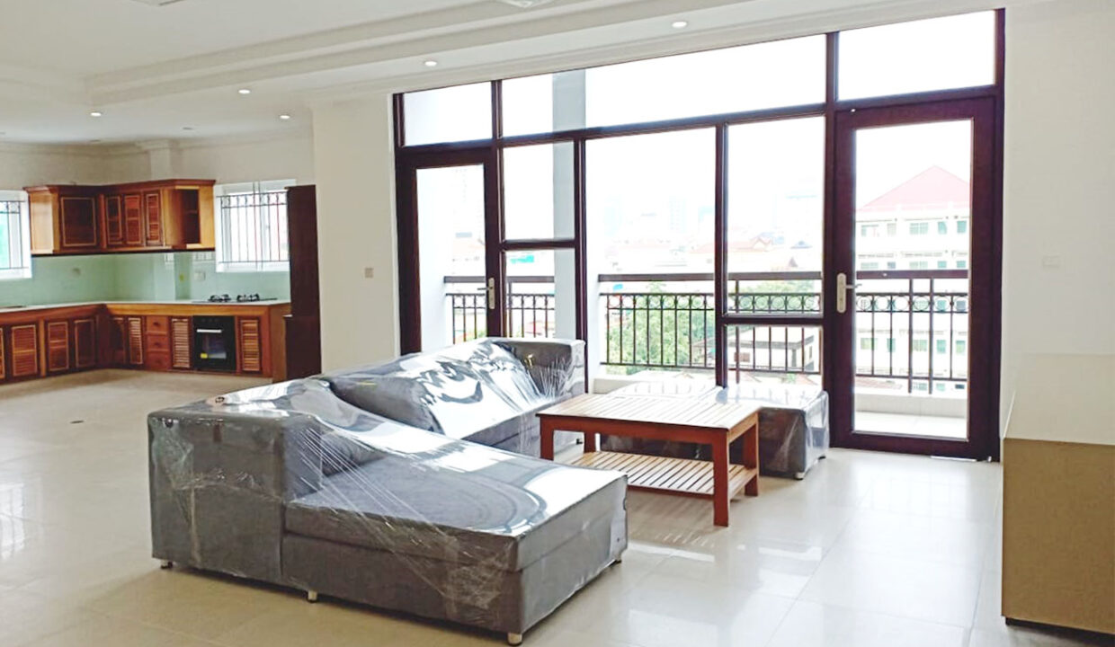 Whole Floor 3 Beds Penthouse For Rent @ Toul Tumpoung Img1