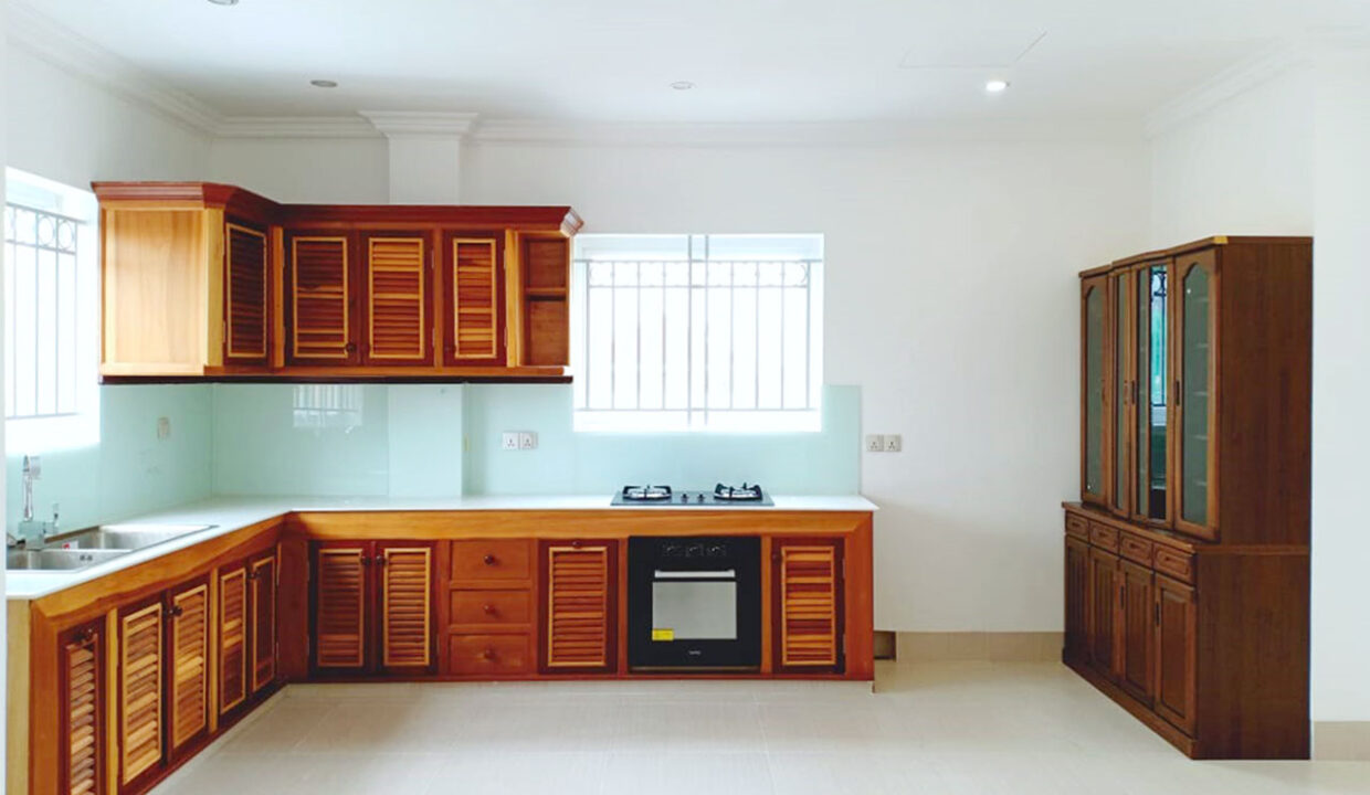 Whole Floor 3 Beds Penthouse For Rent @ Toul Tumpoung Img5