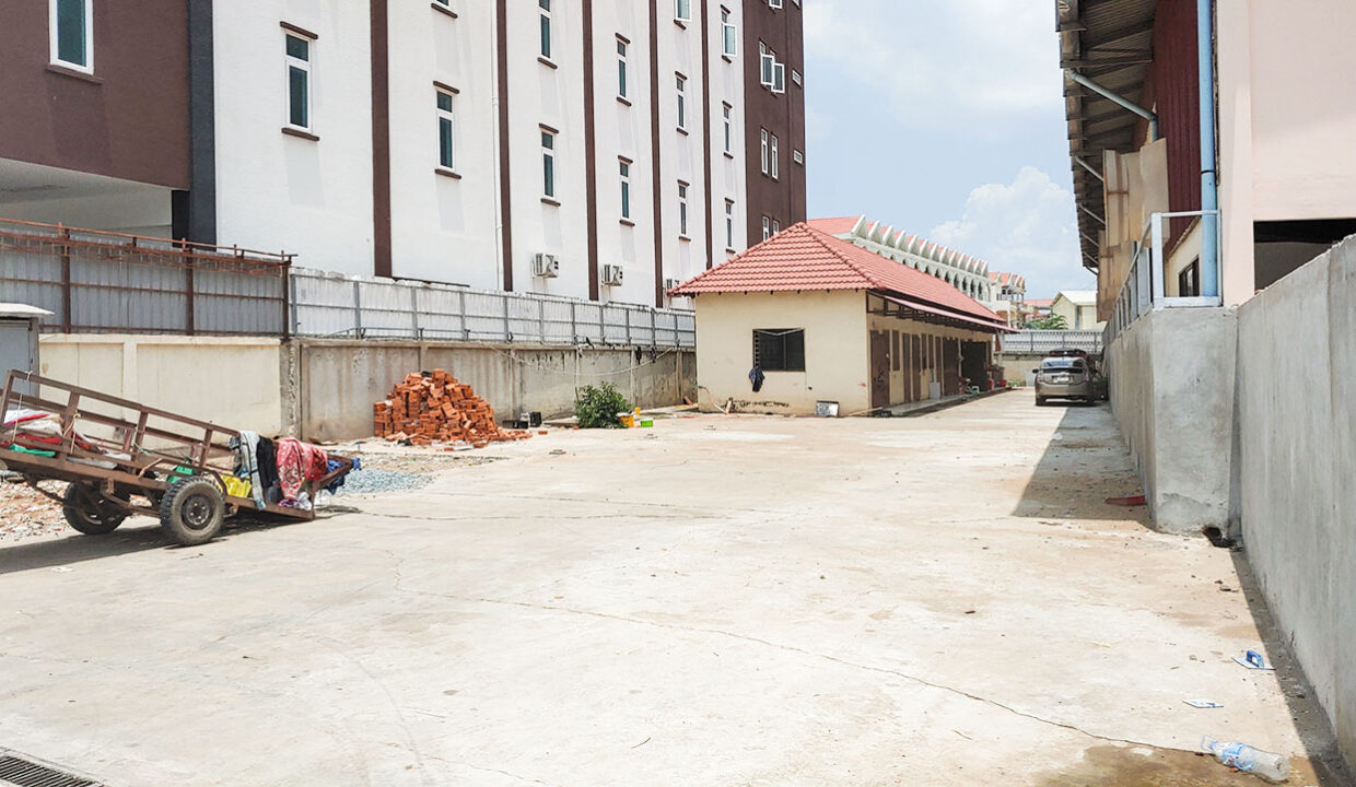 780 Sq.m Business Land For Rent Along Mong Reththy Main Street Img2